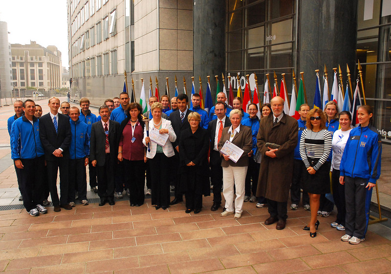 Group photo of MEP's present at the ceremony