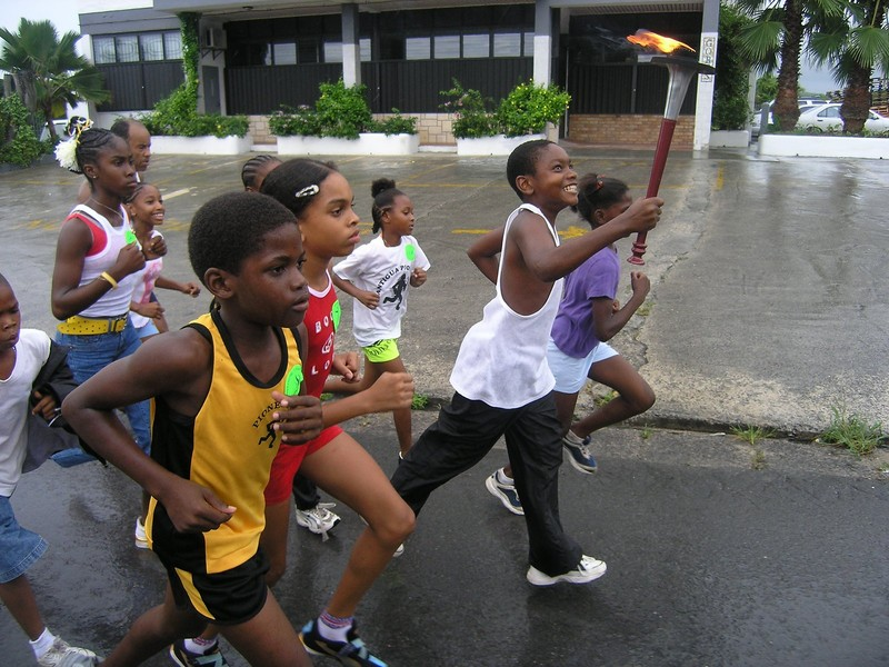 Kids in Antigua run 2