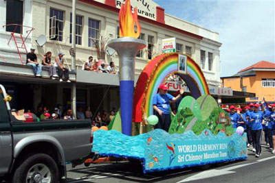 New Zealand World Harmony Run Joins Christmas Parade